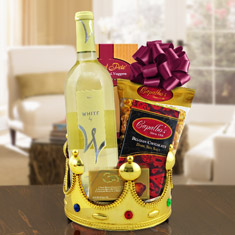 Queen For A Day White Wine Gift Basket